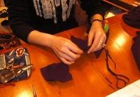 11月の帽子教室 カチューシャターバンのコサージュをNさん製作中