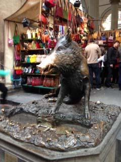 フィレンツェ新市場のロッジャ(開廊)猪像/Decoration Desire